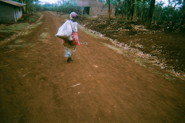 Uganda carry coffee